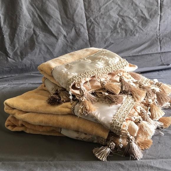 Croscill Other - Croscill bath towel set